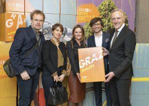 Josef Perndl, Aleksandra Gustin, Claudette Taschek(Perndl+Co, gestalteten das Corporate Design) mit Christian Mayer und Günter Riegler / © Foto Fischer/Stadt Graz