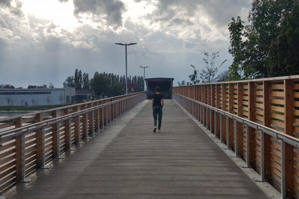 Flora Schausberger Jan Zischka Flussabwärts Brücke